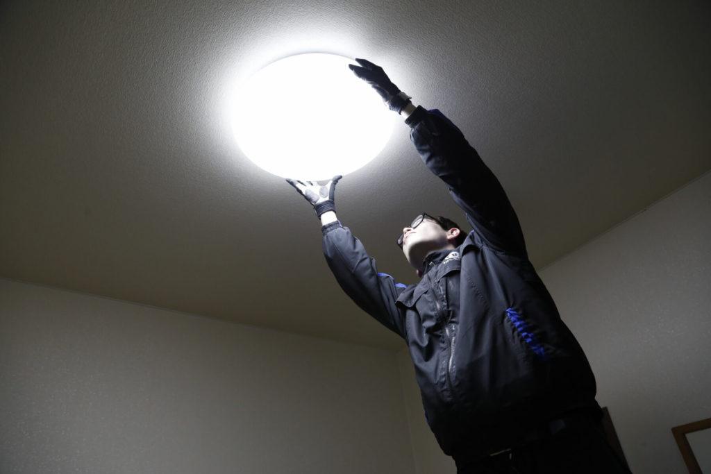 照明取り換え作業
